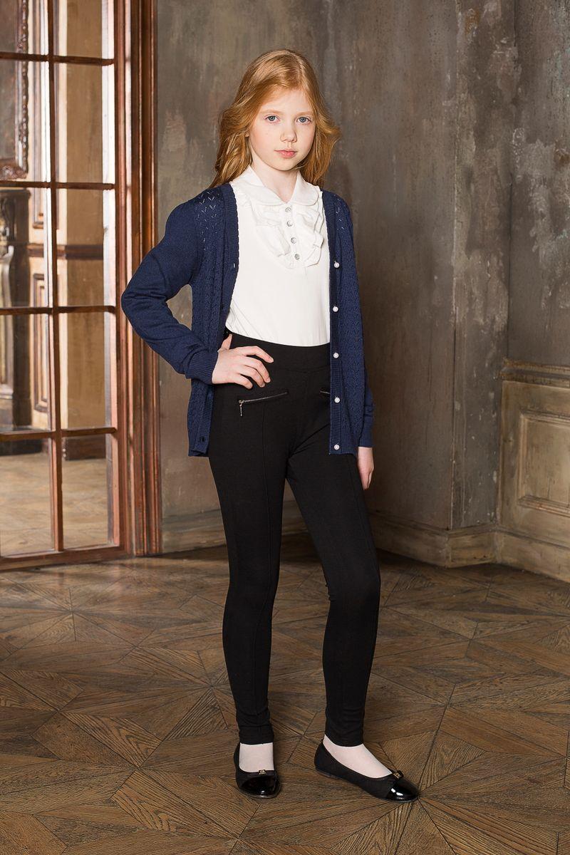 Блузка205605Блуза для девочек с длинным рукавом из качественного натурального трикотажа. Воротник модели декорирован трикотажной рюшей.