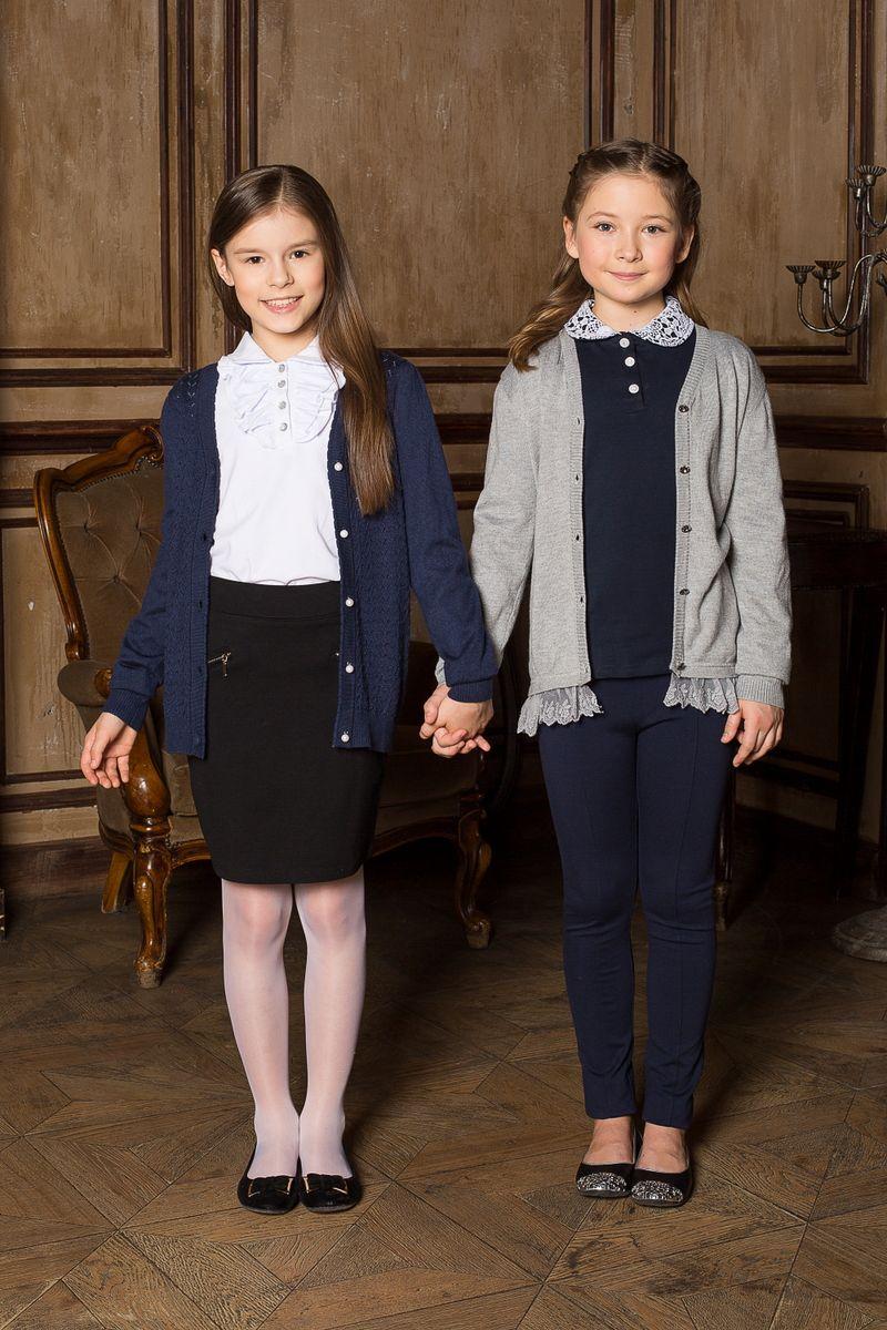 Блузка для девочки. 205601205601Блуза для девочек из качественного натурального трикотажа синего цвета с длинным рукавом. Воротничок выполнен из нежного, белого кружева.
