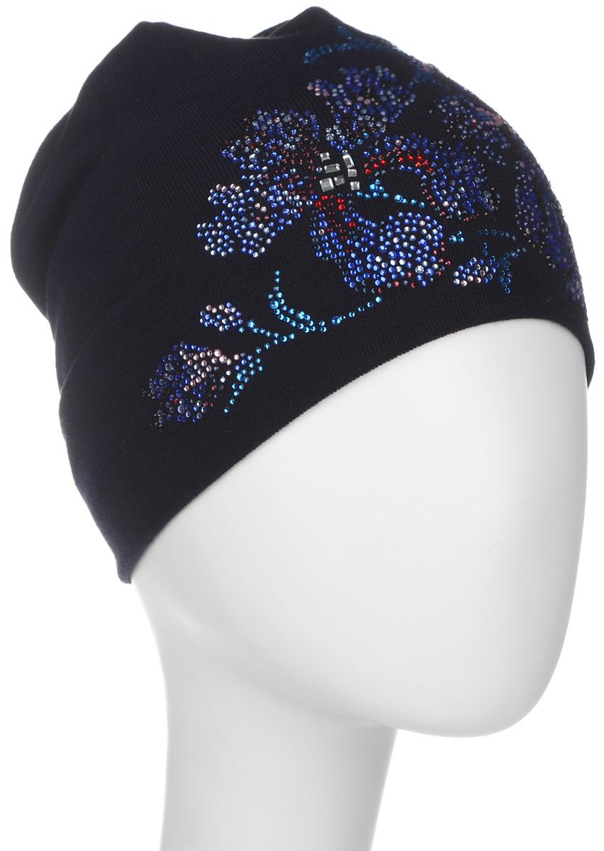 Шапка женская. 3890_цветы389027Стильная женская шапка Level Pro дополнит ваш наряд и не позволит вам замерзнуть в холодное время года. Шапка наполовину выполнена из шерсти с добавлением полиэстера , что позволяет ей великолепно сохранять тепло и обеспечивает высокую эластичность и удобство посадки. Внутренняя сторона модели трикотажная. Изделие оформлено оригинальным цветочным принтом из блестящих страз. Макушка шапки выполнена в виде круговорота. Верх модели сквозной. Такая шапка составит идеальный комплект с модной верхней одеждой, в ней вам будет уютно и тепло.
