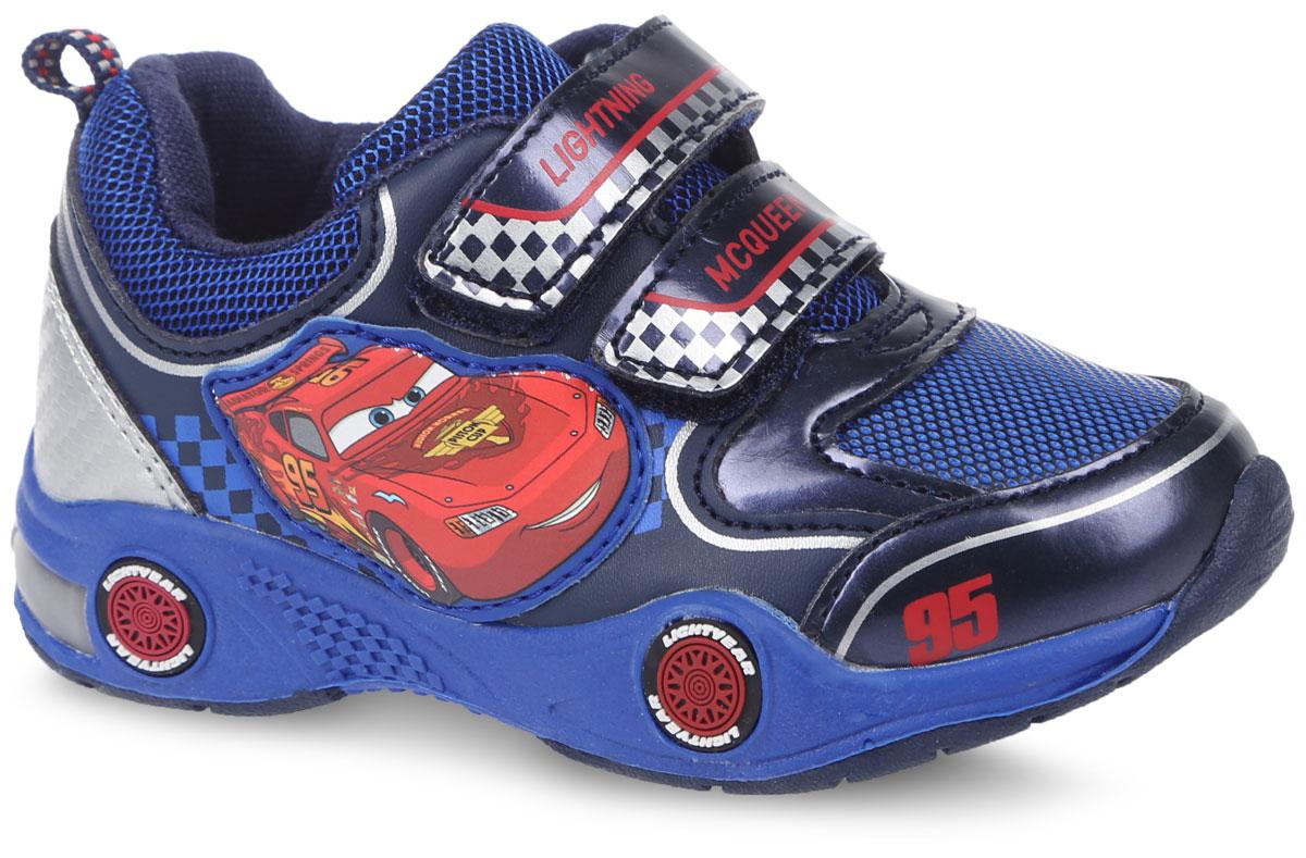 CA002589Кроссовки для мальчика от Mursu, выполненные в стилистике Disney PIXAR Cars, придутся по душе юному мечтателю. Модель изготовлена из текстиля со вставками из искусственной кожи, оформлена тематическими надписями. При ходьбе на подошве мигают красные огоньки. На боковой стороне расположена нашивка с изображением Молнии МакКуина. Ремешки с застежками-липучками надежно зафиксируют изделие на ноге. Подкладка и стелька изготовлены из текстиля, что предотвращает натирание и гарантирует уют. Подошва с рифлением обеспечивает идеальное сцепление с любыми поверхностями. Такие чудесные кроссовки займут достойное место в гардеробе вашего ребенка.