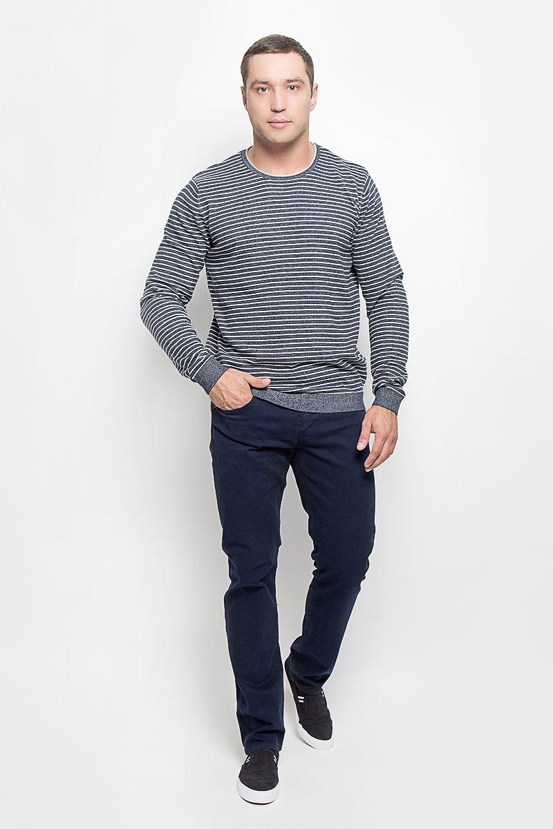 MX3002504_MN_PNT_010Стильные мужские джинсы Mexx, выполненные из эластичного хлопка, отлично дополнят ваш образ. Ткань изделия тактильно приятная. Джинсы застегиваются на пуговицу и имеют ширинку на застежке-молнии. На поясе предусмотрены шлевки для ремня. Спереди модель дополнена двумя втачными карманами и одним маленьким секретным кармашком, сзади - двумя накладными карманами. Высокое качество кроя и пошива, актуальный дизайн и расцветка придают изделию неповторимый стиль и индивидуальность. Модель займет достойное место в вашем гардеробе!
