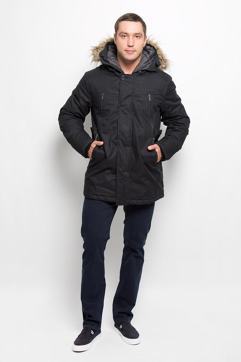 ПаркаMX3000579Стильное мужское пальто Mexx подчеркнет вашу индивидуальность. Пальто изготовлено из хлопка и утеплено синтепоном. Модель с капюшоном застегивается на металлическую застежку-молнию и дополнительно имеет ветрозащитный клапан на кнопках. Капюшон не отстегивается и декорирован искусственным мехом. Пальто дополнено карманами на застежках-молниях. Внутри рукава дополнены плотной резинкой, что препятствует проникновению холодного воздуха. Подчеркните свой изысканный вкус этим превосходным пальто.