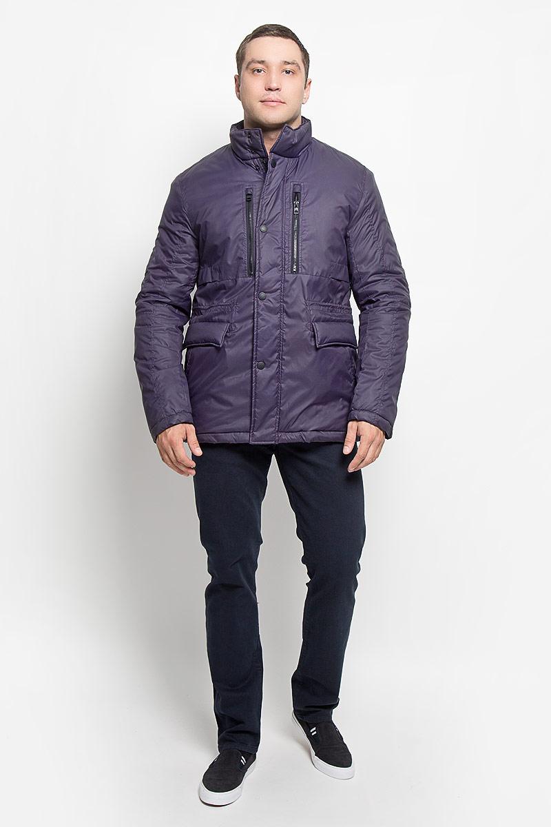 КурткаMX3000578Стильная мужская куртка Mexx превосходно подойдет для прохладных дней. Куртка выполнена из полиэстера, она отлично защищает от дождя, снега и ветра. Модель с длинными рукавами и воротником-стойкой застегивается на застежку-молнию и имеет ветрозащитный клапан на кнопках. Изделие дополнено двумя втачными карманами на застежках-молниях, двумя открытыми втачными карманами и двумя втачными карманами на клапанах с кнопками, а также внутренним карманом на кнопке. Объем талии регулируется при помощи внутреннего шнурка-кулиски со стопперами. Эта модная и в то же время комфортная куртка согреет вас в холодное время года и отлично подойдет как для прогулок, так и для активного отдыха.