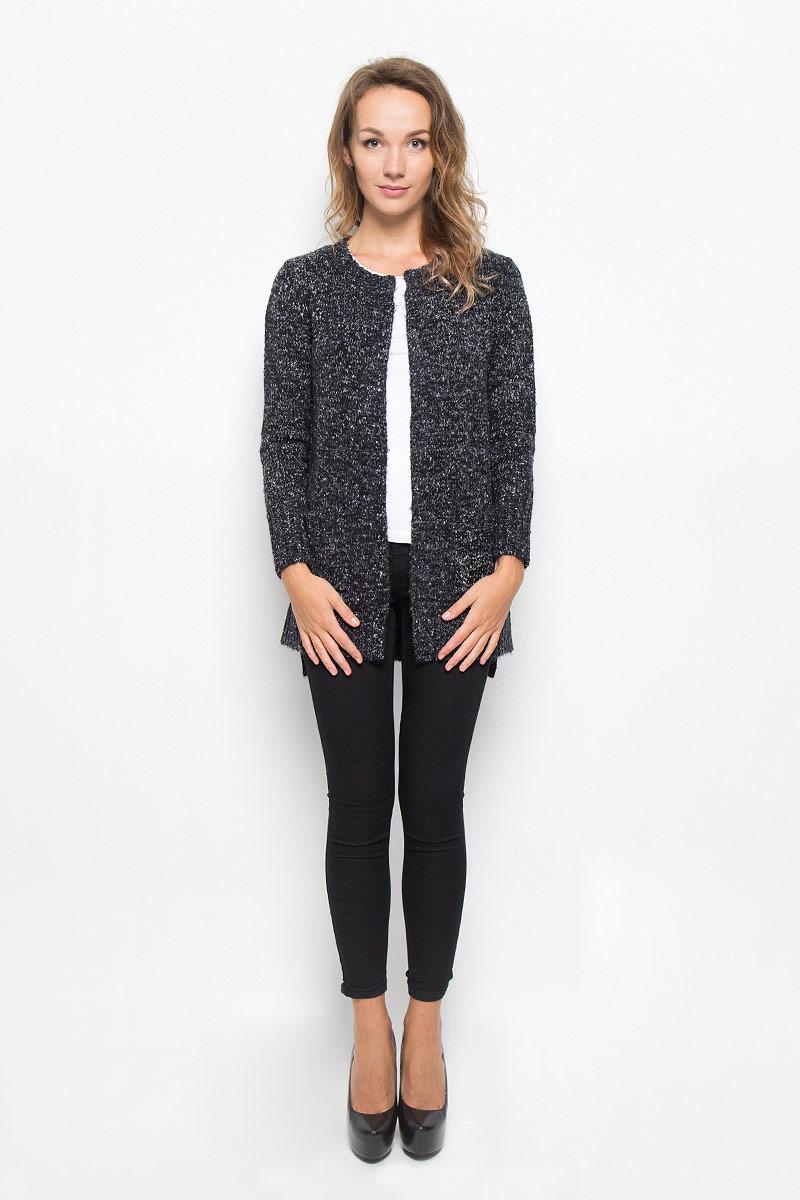КардиганB146505_DARK NAVYКлассический теплый женский кардиган Baon с круглым вырезом горловины будет гармонично смотреться в сочетании как с джинсами, так и с брюками. Выполнен из высококачественной пряжи, мягкий и приятный на ощупь. Манжеты, горловина и низ изделия связаны резинкой, что предотвращает деформацию при носке. Кардиган дополнен двумя накладными карманами. Спинка немного удлинена, по бокам небольшие разрезы. В нем вы будете чувствовать себя уютно в прохладное время года.