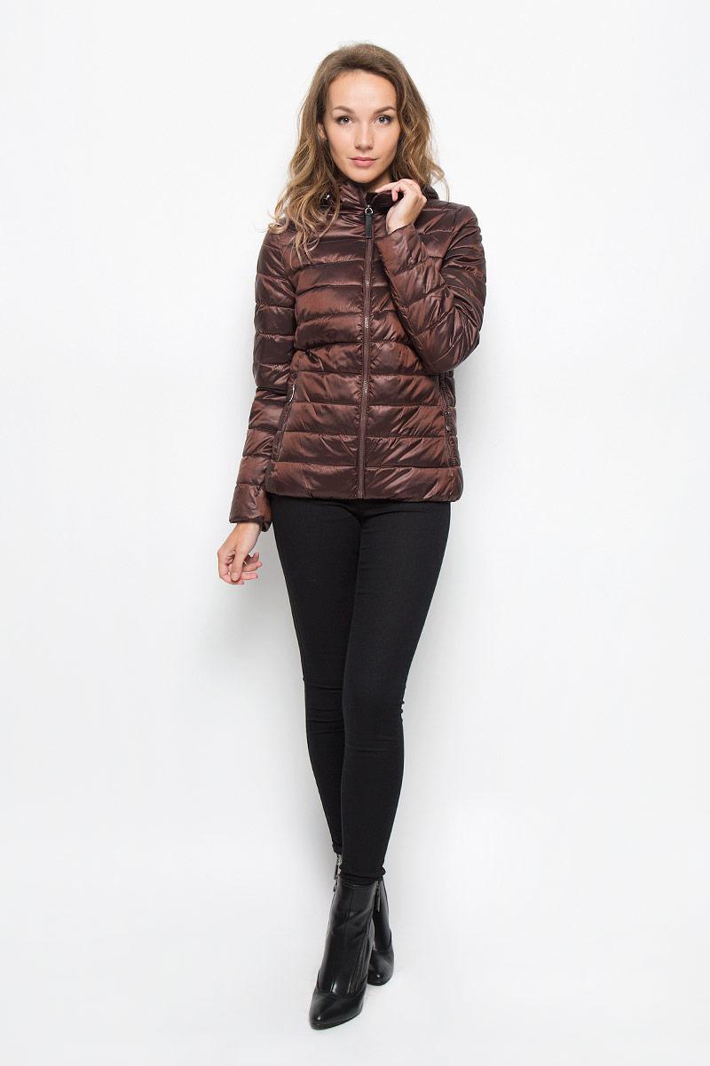 Куртка женская. Cp-126/676-6312Cp-126/676-6312Удобная женская куртка Sela согреет вас в прохладную погоду и позволит выделиться из толпы. Модель с длинными рукавами и несъемным капюшоном выполнена из прочного полиэстера с добавлением нейлона, застегивается на молнию спереди. Объем капюшона регулируется при помощи шнурка-кулиски со стопперами. Изделие дополнено двумя втачными карманами на молниях и внутренними трикотажными манжетами. Плотный наполнитель из синтепона и подкладка из полиэстера надежно сохранят тепло, благодаря чему такая куртка защитит вас от ветра и холода. Эта модная и в то же время комфортная куртка - отличный вариант для прогулок, она подчеркнет ваш изысканный вкус и поможет создать неповторимый образ.