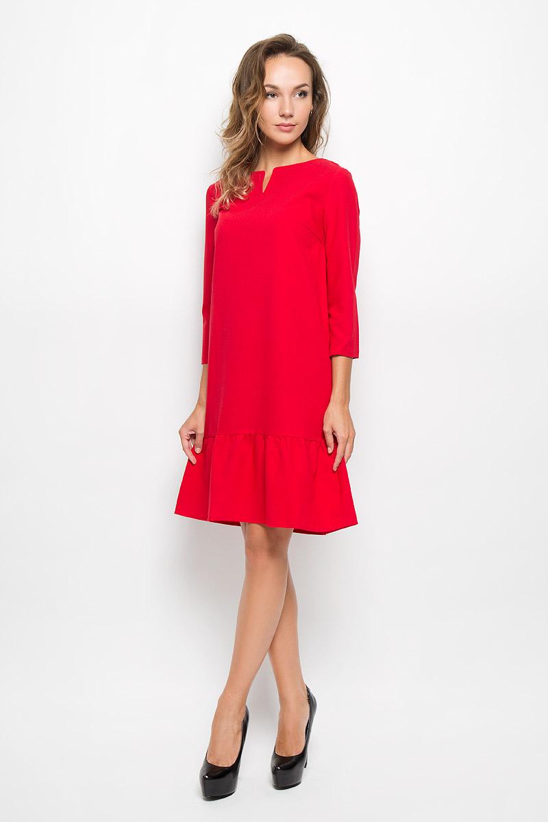 B408_RubinЭлегантное платье Baon выполнено из высококачественного эластичного полиэстера с добавлением вискозы. Такое платье обеспечит вам комфорт и удобство при носке и непременно вызовет восхищение у окружающих. Модель средней длины с рукавами 3/4 и V-образным вырезом горловины выгодно подчеркнет все достоинства вашей фигуры. Изделие имеет пришивную вставку на подоле, оформленную складками. Изысканное платье-миди создаст обворожительный и неповторимый образ. Это модное и комфортное платье станет превосходным дополнением к вашему гардеробу, оно подарит вам удобство и поможет подчеркнуть ваш вкус и неповторимый стиль.