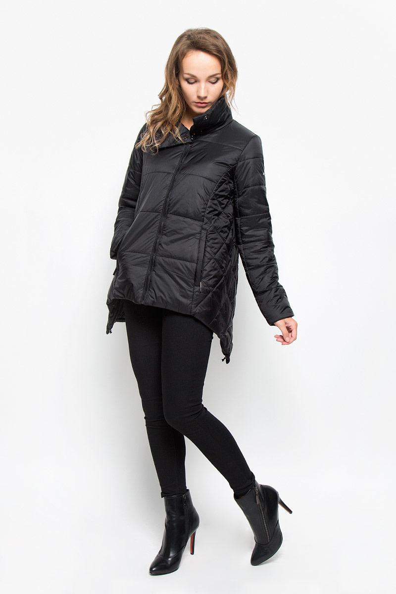 КурткаB036522_BLACKУдобная стеганая женская куртка Baon согреет вас в прохладную погоду и позволит выделиться из толпы. Модель свободного кроя с длинными рукавами и воротником-стойкой выполнена из прочного полиэстера с синтепоновым утеплителем и застегивается на молнию и кнопки сверху. Куртка дополнена двумя втачными карманами на застежках-молниях. Спинка модели удлинена и дополнена затягивающимся шнурком со стоппером. Эта модная и в то же время комфортная куртка - отличный вариант для прогулок, она подчеркнет ваш изысканный вкус и поможет создать неповторимый образ.