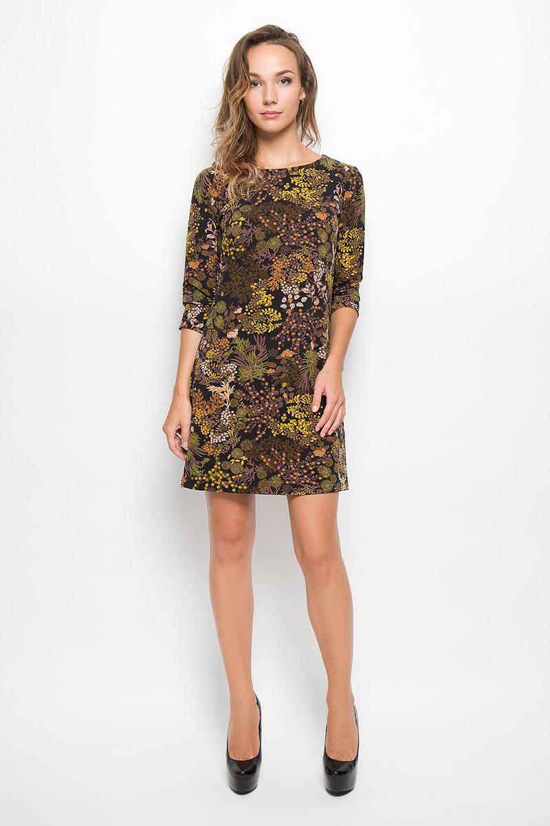 ПлатьеD-117/1027-6372Элегантное платье Sela выполнено из высококачественного эластичного полиэстера. Такое платье обеспечит вам комфорт и удобство при носке и непременно вызовет восхищение у окружающих. Платье обладает высокой износостойкостью и отлично сидит по фигуре. Модель средней длины с рукавами 3/4 и круглым вырезом горловины выгодно подчеркнет все достоинства вашей фигуры. Платье застегивается на застежку-молнию на спинке. Изделие оформлено крупным цветочным принтом. Изысканное платье-миди создаст обворожительный и неповторимый образ. Это модное и комфортное платье станет превосходным дополнением к вашему гардеробу, оно подарит вам удобство и поможет подчеркнуть ваш вкус и неповторимый стиль.
