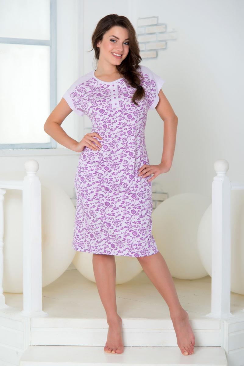 SS16-PL-07Домашнее платье Santi выполнено из высококачественного хлопка. Модель с круглым вырезом горловины и короткими рукавами оформлена цветочным принтом с изображением бабочек. Платье украшено декоративной планкой с пуговицами. По бокам расположены втачные карманы.