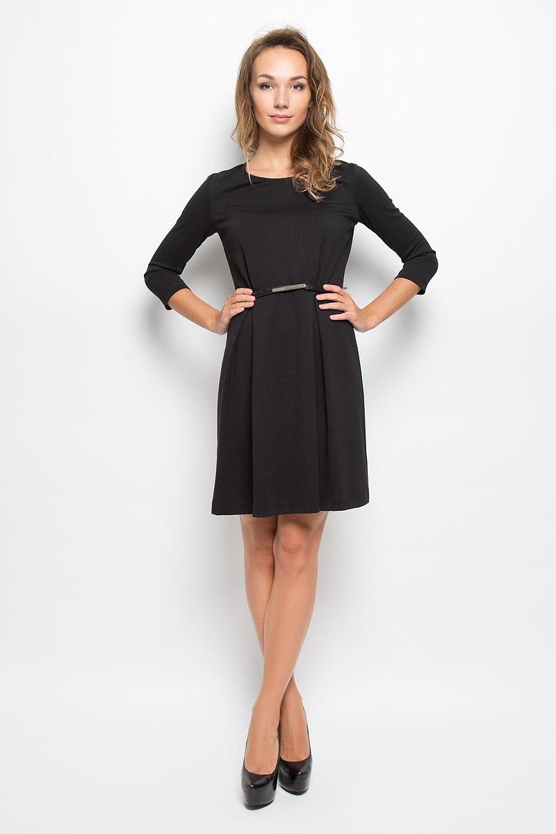 ПлатьеDK-117/1042-6342Элегантное платье Sela выполнено из высококачественного комбинированного материала. Такое платье обеспечит вам комфорт и удобство при носке и непременно вызовет восхищение у окружающих. Модель средней длины с рукавами 3/4 и круглым вырезом горловины выгодно подчеркнет все достоинства вашей фигуры. Изделие застегивается на застежку-молнию на спинке. Пришивная юбка платья оформлена крупными встречными складками. В комплект входит съемный ремень с металлической пряжкой. Изысканное платье-миди создаст обворожительный и неповторимый образ. Это модное и комфортное платье станет превосходным дополнением к вашему гардеробу, оно подарит вам удобство и поможет подчеркнуть ваш вкус и неповторимый стиль.