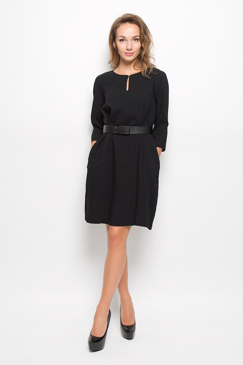 B423_BLACKЭлегантное платье Baon выполнено из полиэстера с добавлением эластана. Такое платье обеспечит вам комфорт и удобство при носке и непременно вызовет восхищение у окружающих. Платье-миди с круглым вырезом горловины и рукавами длинной 3/4. Изделие застегивается на навесную пуговичку на горловине. В боковых швах расположены небольшие разрезы для пояса и втачные карманы. Платье дополнено широким поясом. Изысканное платье-миди создаст обворожительный и неповторимый образ. Это модное и комфортное платье станет превосходным дополнением к вашему гардеробу, оно подарит вам удобство и поможет подчеркнуть ваш вкус и неповторимый стиль.
