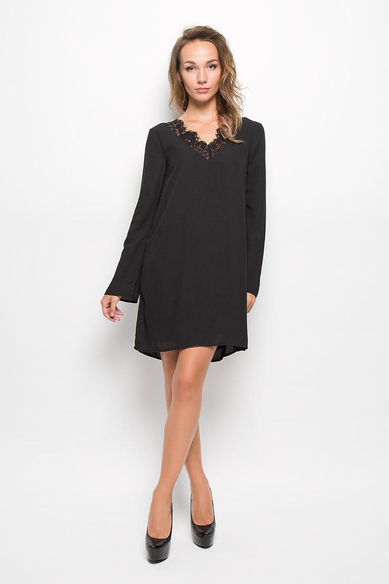 Платье5019485.00.75_2999Очаровательное платье Tom Tailor изготовлено из высококачественного материала. Такое платье обеспечит вам комфорт и удобство при носке. Модель с длинными рукавами и V-образным вырезом горловины. На спинке и горловине платье дополнено кружевными вставками. Это модное и удобное платье станет превосходным дополнением к вашему гардеробу, оно подарит вам удобство и поможет вам подчеркнуть свой вкус и неповторимый стиль.