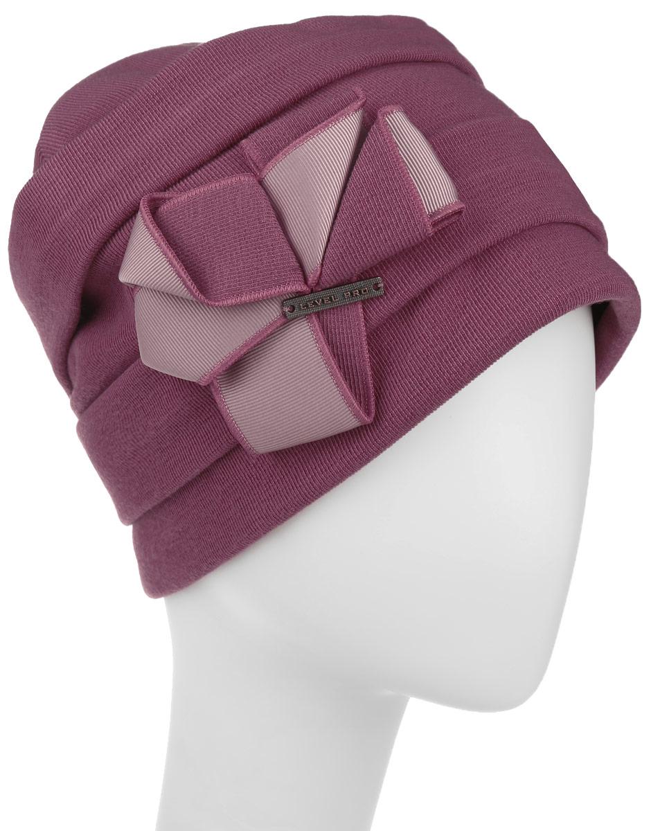 Шапка994348Стильная женская шапка Level Pro дополнит ваш наряд и не позволит вам замерзнуть в холодное время года. Шапка наполовину выполнена из шерсти с добавлением полиэстера , что позволяет ей великолепно сохранять тепло и обеспечивает высокую эластичность и удобство посадки. Внутренняя сторона модели флисовая. Изделие оформлено оригинальными тканевыми прострочками и принтом цветочка. Дополнена модель металлической пластиной с названием бренда. Такая шапка составит идеальный комплект с модной верхней одеждой, в ней вам будет уютно и тепло. Уважаемые клиенты! Обращаем ваше внимание на тот факт, что размер шапки, доступный для заказа, является окружностью головы.