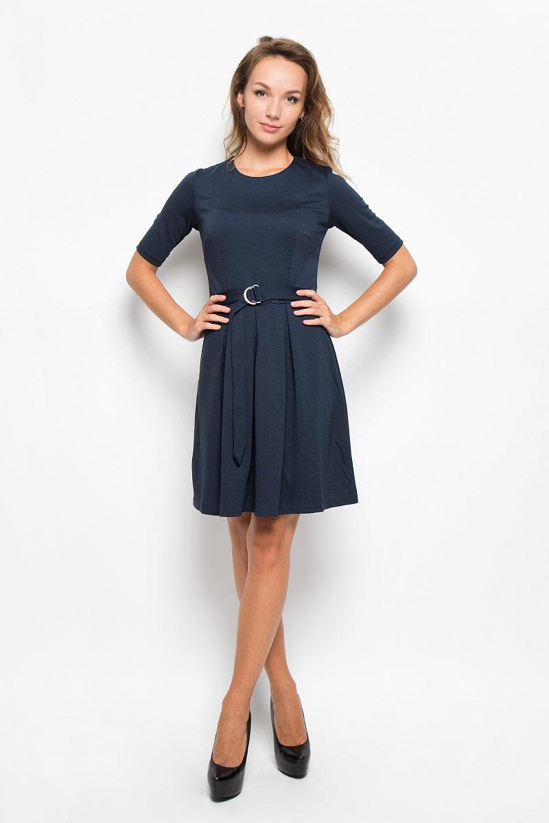 ПлатьеDks-117/1035-6342Элегантное платье Sela выполнено из высококачественного комбинированного материала. Такое платье обеспечит вам комфорт и удобство при носке и непременно вызовет восхищение у окружающих. Модель средней длины с рукавами до локтя и круглым вырезом горловины выгодно подчеркнет все достоинства вашей фигуры. Изделие застегивается на застежку-молнию и крючок на спинке. Пришивная юбка платья оформлена крупными встречными складками. В комплект входит съемный текстильный пояс с металлической пряжкой, имеются шлевки для ремня. Изысканное платье-миди создаст обворожительный и неповторимый образ. Это модное и комфортное платье станет превосходным дополнением к вашему гардеробу, оно подарит вам удобство и поможет подчеркнуть ваш вкус и неповторимый стиль.