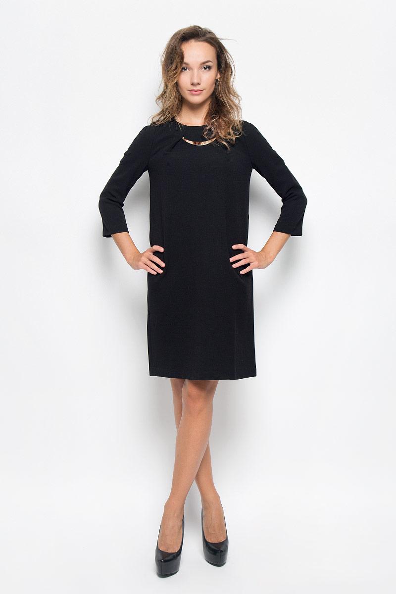 ПлатьеB449_BLACKЭлегантное платье Baon выполнено из плотного трикотажа. Такое платье обеспечит вам комфорт и удобство при носке и непременно вызовет восхищение у окружающих. Модель средней длины с рукавами 3/4 и круглым вырезом горловины выгодно подчеркнет все достоинства вашей фигуры. Изделие застегивается на застежку-молнию на спинке. На груди платье оформлено декоративными складками с металлическим элементом. Изысканное платье создаст обворожительный и неповторимый образ. Это модное и комфортное платье станет превосходным дополнением к вашему гардеробу, оно подарит вам удобство и поможет подчеркнуть ваш вкус и неповторимый стиль.