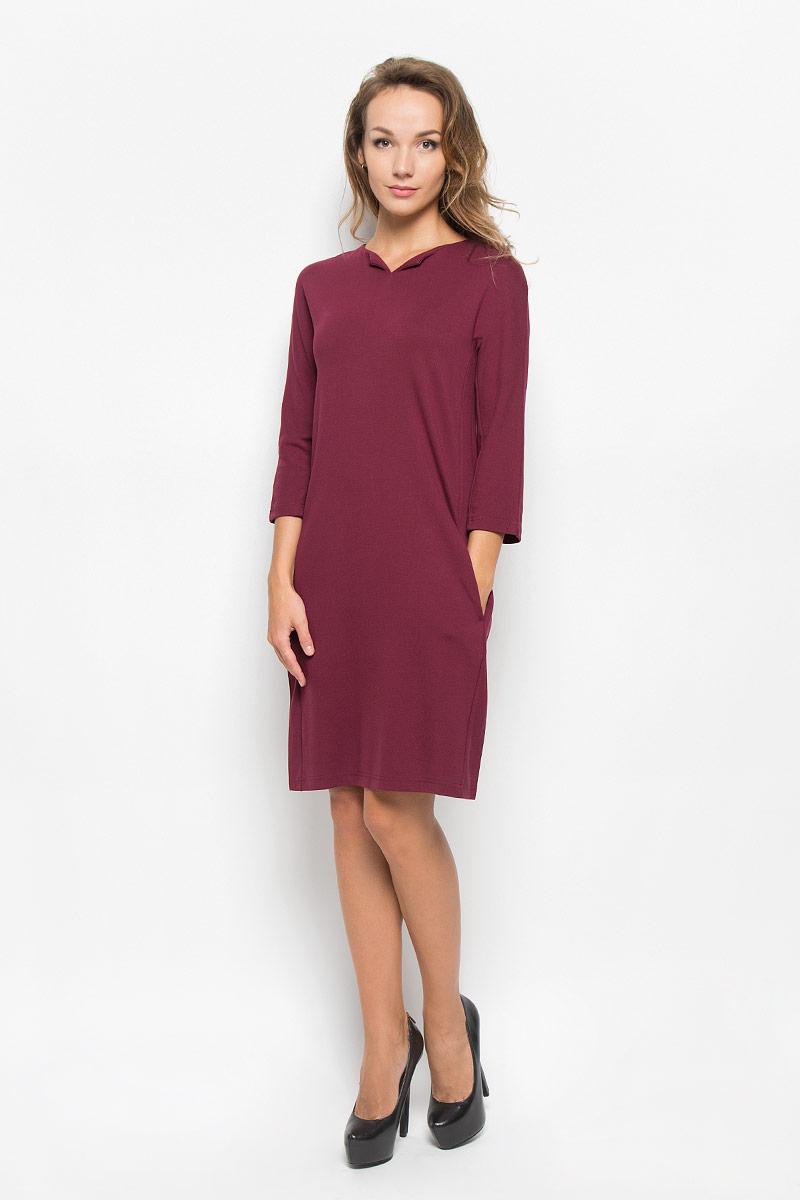 B430_PomegranateЭлегантное платье Baon выполнено из высококачественной эластичной вискозы с добавлением полиамида. Такое платье обеспечит вам комфорт и удобство при носке и непременно вызовет восхищение у окружающих. Модель средней длины с рукавами 3/4 и V-образным вырезом горловины выгодно подчеркнет все достоинства вашей фигуры. Изделие застегивается на застежку-молнию на спинке и имеет два втачных кармана по бокам. Изысканное платье-миди создаст обворожительный и неповторимый образ. Это модное и комфортное платье станет превосходным дополнением к вашему гардеробу, оно подарит вам удобство и поможет подчеркнуть ваш вкус и неповторимый стиль.