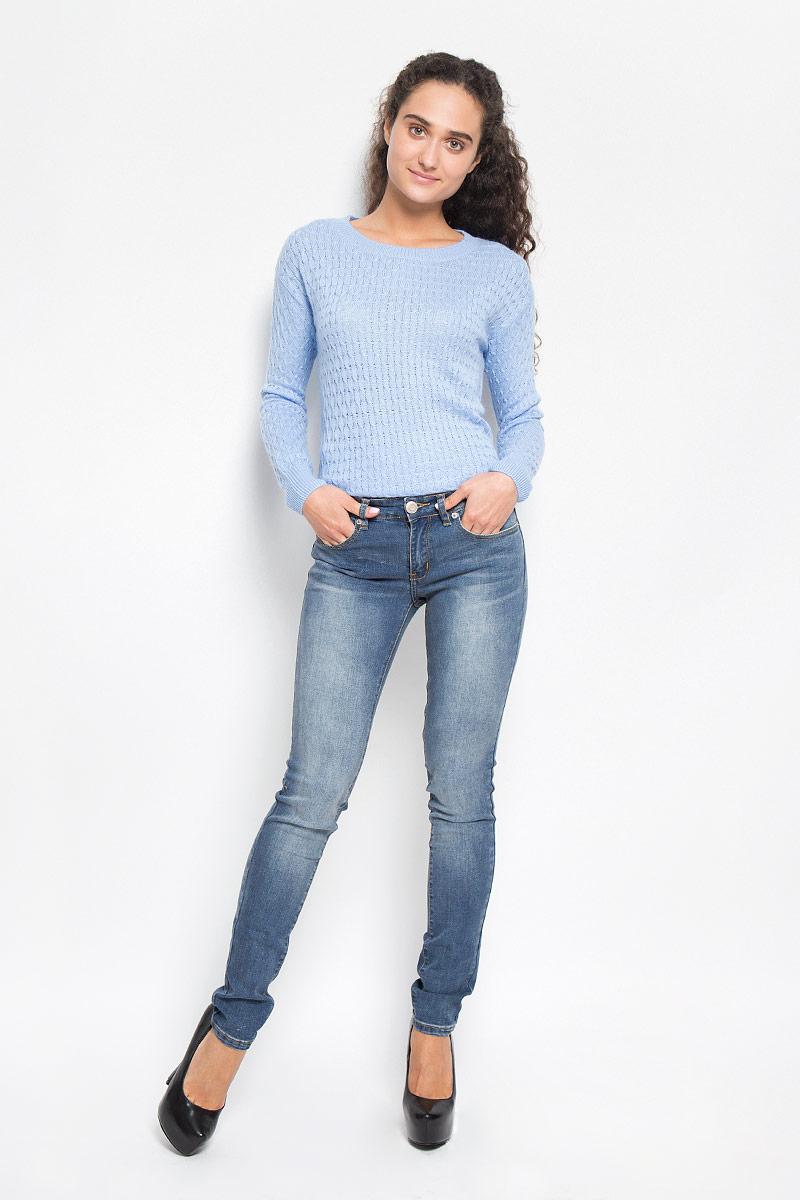 Джинсы женские Denim. PJ-135/553-6352PJ-135/553-6352Стильные женские джинсы Sela Denim созданы специально для того, чтобы подчеркивать достоинства вашей фигуры. Модель зауженного к низу кроя и средней посадки станет отличным дополнением к вашему современному образу. Джинсы застегиваются на пуговицу в поясе и ширинку на застежке-молнии, имеются шлевки для ремня. Спереди модель дополнена двумя втачными карманами и небольшим накладным кармашком, а сзади - двумя накладными карманами. Изделие оформлено тертым эффектом и контрастной отстрочкой. Эти модные и в тоже время комфортные джинсы послужат отличным дополнением к вашему гардеробу.