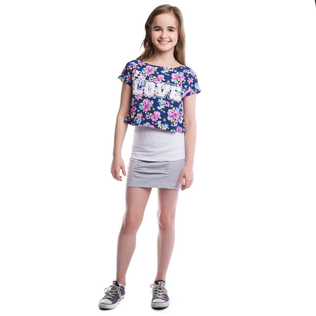 Комплект одежды для девочек: футболка, майка. 264016264016Стильный женственный комплект из майки и топа. Майка - базовая, белого цвета, ьретели регулируются по длине. Топ украшен нежным цветочным принтом и надписью. Цельнокройный рукав обеспечивает дополнительное удобство.