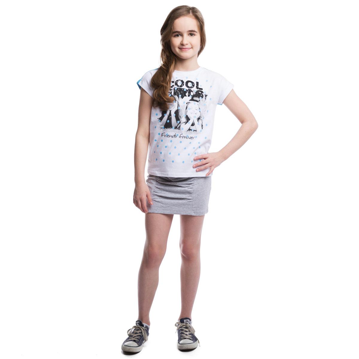 264014Мягкая хлопковая футболка с трикотажной резинкой на воротнике. Спереди белая, сзади - голубая. Цельнокройный рукав обеспечивает дополнительное удобство. Модель оформлена стильным принтом.