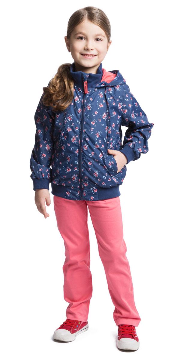 Ветровка для девочки. 162101162101Очаровательная ветровка для девочки PlayToday идеально подойдет вашей дочурке. Куртка изготовлена из полиэстера, подкладка - из полиэстера с добавлением хлопка. Куртка с капюшоном застегивается на пластиковую застежку-молнию и дополнительно имеет внутреннюю ветрозащитную планку в виде трикотажной эластичной резинки, а также защиту подбородка. Капюшон не отстегивается и дополнен скрытым шнурочком. Низ рукавов присборен на неширокие эластичные резинки. Понизу проходит эластичная резинка, препятствующая проникновению холодного воздуха. Спереди имеются два прорезных кармашка на металлических кнопках. Оформлена курточка цветочным принтом. Светоотражающие элементы не оставят вашу малышку незамеченной в темное время суток. Комфортная и удобная ветровка идеально подойдет для прогулок и игр на свежем воздухе. В ней ваша дочурка всегда будет в центре внимания!