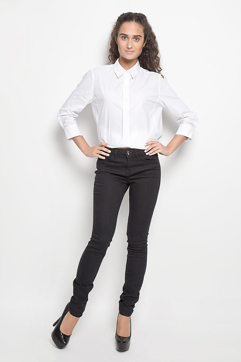 Джинсы6204918.09.75_1056Стильные женские джинсы Tom Tailor Contemporary Alexa - это джинсы высочайшего качества, которые прекрасно сидят. Они выполнены из высококачественного эластичного хлопка с добавлением полиэстера, что обеспечивает комфорт и удобство при носке. Модные джинсы скинни средней посадки станут отличным дополнением к вашему современному образу. Джинсы застегиваются на пуговицу в поясе и ширинку на застежке-молнии, имеют шлевки для ремня. Джинсы имеют классический пятикарманный крой: спереди модель оформлена двумя втачными карманами и одним маленьким накладным кармашком, а сзади - двумя накладными карманами. Эти модные и в то же время комфортные джинсы послужат отличным дополнением к вашему гардеробу.