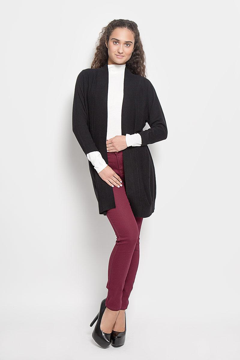 КардиганCN-114/416-6342Классический женский кардиган Baon с V-образным вырезом горловины будет гармонично смотреться в сочетании как с джинсами, так и с брюками. Модель выполнена из высококачественной пряжи, мягкой и приятной на ощупь. Манжеты, горловина и низ изделия связаны резинкой, что предотвращает деформацию при носке. В нем вы будете чувствовать себя уютно в прохладное время года.
