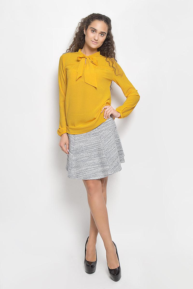 БлузкаTw-112/1042-6391Очаровательная женская блуза Sela, выполненная из полиэстера, подчеркнет ваш уникальный стиль и поможет создать оригинальный женственный образ. Модная блузка с воротником- аскот и длинными рукавами выполнена в лаконичном стиле. На манжетах предусмотрены застежки-пуговицы. Такая блузка будет дарить вам комфорт в течение всего дня и послужит замечательным дополнением к вашему гардеробу.