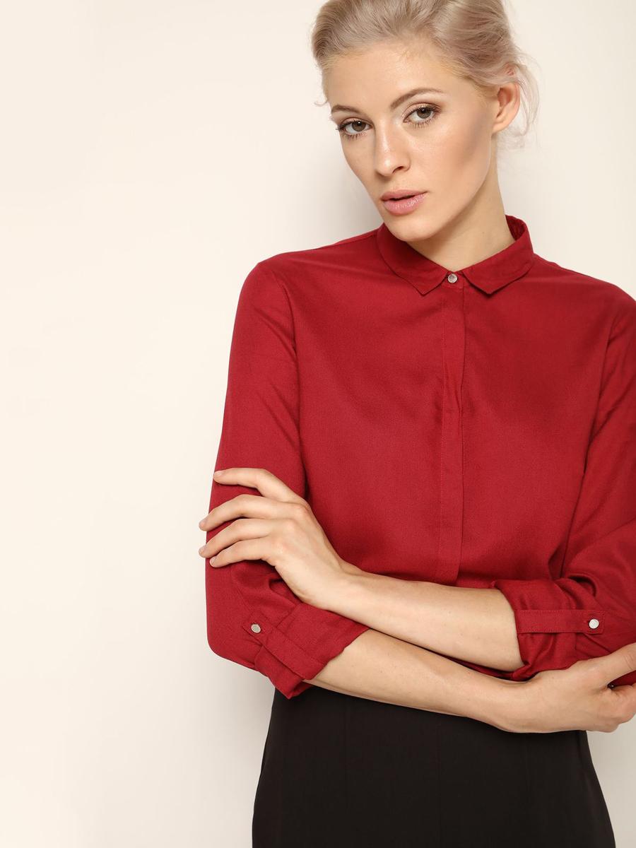 РубашкаSKL2064CEЖенская рубашка выполнена из вискозы. Модель на пуговицах, со стандартным длинным рукавом и отложным воротником. Манжеты дополнены металлическими пуговицами.