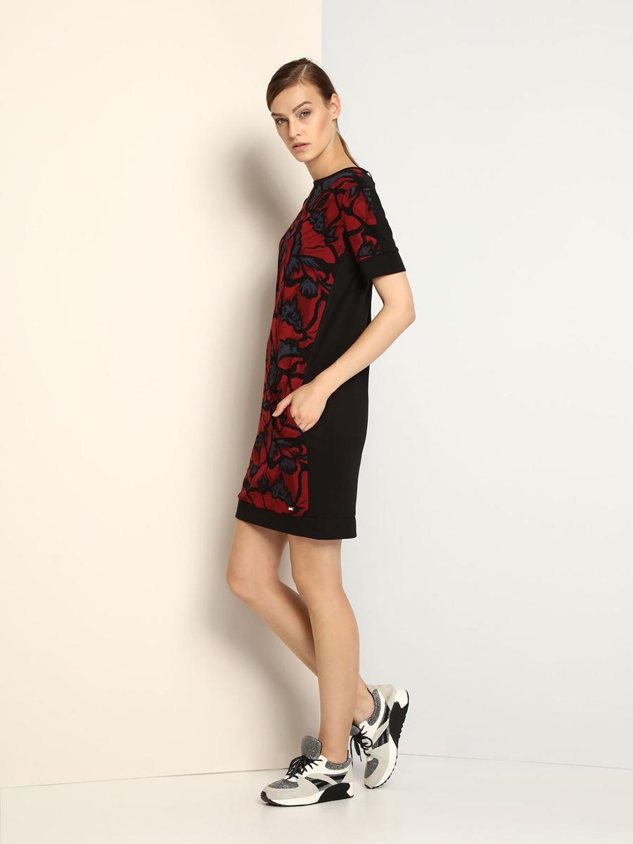 DSU0056CEЭлегантное платье Drywash, изготовленное из сочетания высококачественных материалов, оно мягкое на ощупь, не раздражает кожу и хорошо вентилируется. Модель-миди с круглым вырезом горловины и короткими рукавами застегивается на потайную молнию на спинке. Перед платья оформлен контрастным цветочным принтом и дополнен двумя втачными карманами.