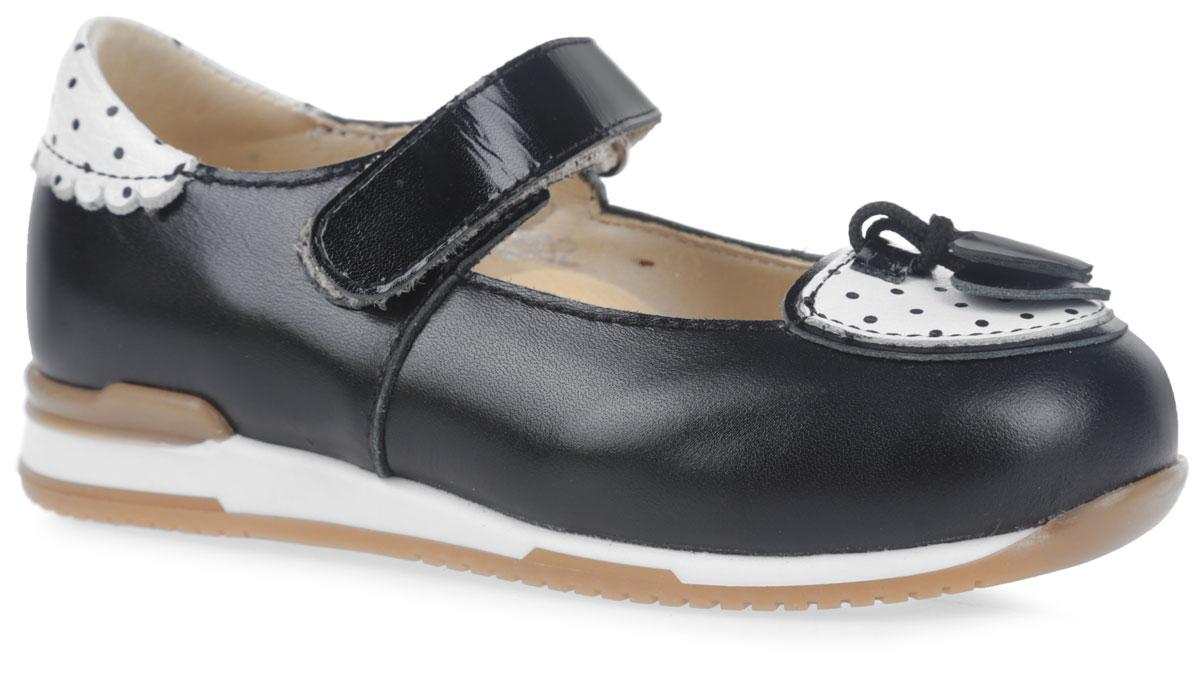 FT-25005.16-OL01O.01Стильные туфли от фирмы TapiBoo не оставят равнодушной вашу юную модницу. Модель полностью выполнена из натуральной кожи. Мыс и задник оформлены нашивками с принтом в горох. Мыс также украшен декоративными элементами в виде сердечек на шнурках. Плотный задник и удобный ремешок с застежкой-липучкой позволяют правильно зафиксировать стопу и стабилизировать голеностопный сустав во время ходьбы. Смягченный манжет создает комфорт при ходьбе. Внутренняя поверхность и стелька выполнены из натуральной мягкой кожи, которая не натирает и не деформирует стопу. Стелька дополнена супинатором с перфорацией, который предотвращает плоскостопие. Анатомическая стелька используется для правильной постановки стопы во время ходьбы, равномерно распределяет нагрузки, поддерживает продольный и поперечный свод стопы, используется в целях профилактики и снятия болевых ощущений при ходьбе. Подошва изготовлена из легкого и гибкого ТЭП-материала, а ее рифление и протекторы гарантируют отличное сцепление с любой...