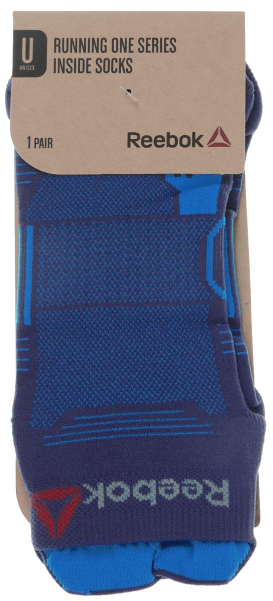Носки для бега Os Run Inside Sock. AY0096AY0096Носки для бега One Series Очень функциональные и совершенно незаметные, они гарантируют вентиляцию, свежесть и комфорт во время тренировки. Материал: 100% полиамид, тканый материал для прочности и комфорта Благодаря укороченному дизайну совершенно незаметны из-под обуви Сетчатые вставки сверху для вентиляции Вставки для поддержки свода стопы гарантируют комфорт и оптимальную посадку Светоотражающие элементы и логотип Reebok для видимости в условиях плохого освещения