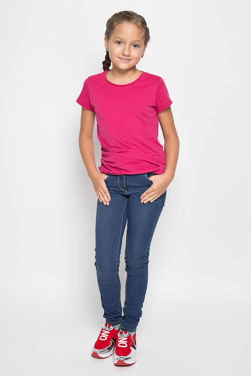 6204573.00.40Стильные джинсы для девочки Tom Tailor идеально подойдут вашей маленькой принцессе для отдыха и прогулок. Изготовленные из хлопка с добавлением полиэстера и эластана, они необычайно мягкие и приятные на ощупь, не сковывают движения малышки и позволяют коже дышать, не раздражают даже самую нежную и чувствительную кожу ребенка, обеспечивая ему наибольший комфорт. Джинсы-дудочки на талии застегиваются на металлическую пуговицу, также имеются шлевки для ремня и ширинка на металлической застежке-молнии. С внутренней стороны пояс регулируется резинкой на пуговицах. Модель спереди дополнена двумя втачными карманами и одним маленьким накладным кармашком, а сзади - двумя оригинальными накладными карманами. Оригинальный современный дизайн и модная расцветка делают эти джинсы модным и стильным предметом детского гардероба. В них ваша маленькая модница всегда будет в центре внимания!