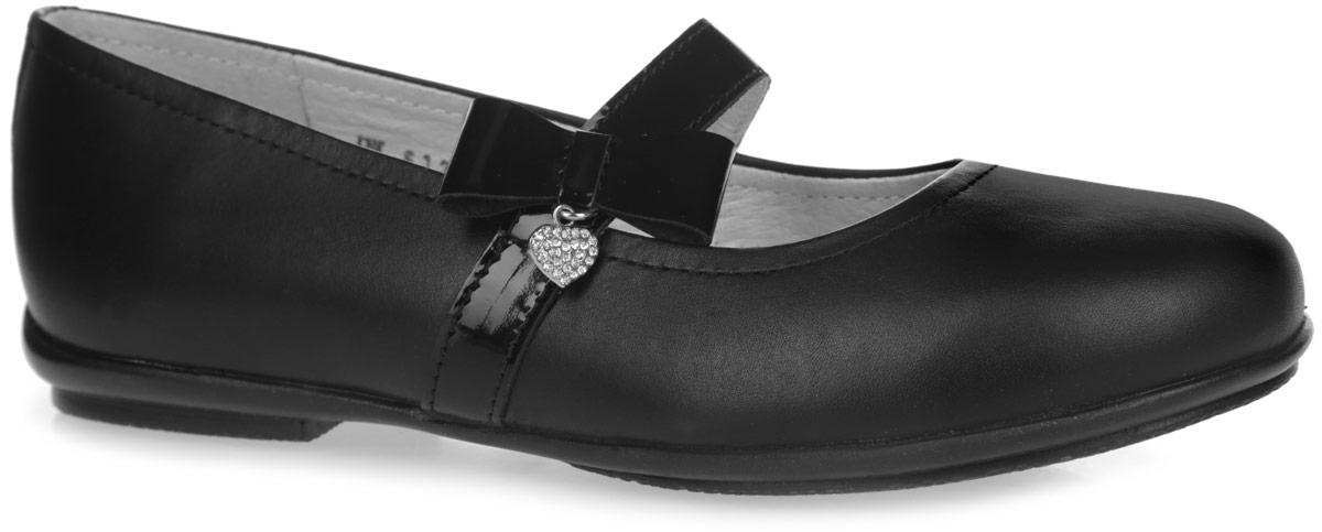 Туфли для девочки. 5-6124616015-612461601Стильные туфли от Elegami придутся по душе вашей юной моднице! Верх и подкладка модели изготовлены из натуральной кожи, что создает естественный микроклимат внутри обуви. Стелька из натуральной кожи дополнена супинатором, который обеспечивает правильное положение ноги ребенка при ходьбе, предотвращает плоскостопие. Лаковый ремешок на резинке, декорированный сбоку бантом и подвеской в форме сердечка со стразами, надежно зафиксирует изделие на ноге. Удобные туфли - незаменимая вещь в коллекции каждой девочки.