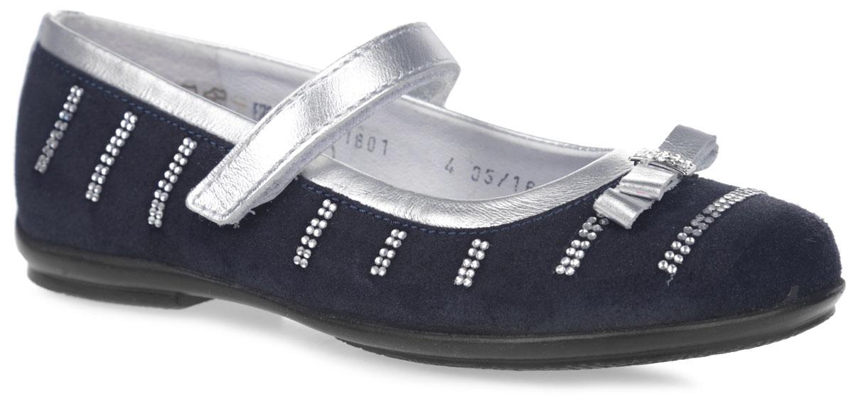 Туфли для девочки. 6-6118516016-611851601Чудесные туфли от фирмы Elegami понравятся вашей юной моднице с первого взгляда. Модель выполнена из натурального велюра и оформлена стразами. Мыс украшен декоративным бантиком со стразами. На ноге модель фиксируется с помощью удобного ремешка на застежке-липучке. Подкладка и стелька, изготовленные из натуральной кожи, предотвратят натирание и гарантируют уют. Стелька дополнена супинатором с перфорацией, который обеспечивает правильное положение ноги ребенка при ходьбе, предотвращает плоскостопие. Подошва, выполненная из ТЭП-материала, оснащена рифлением для лучшего сцепления с различными поверхностями. Стильные и удобные туфли - незаменимая вещь в гардеробе каждой школьницы.