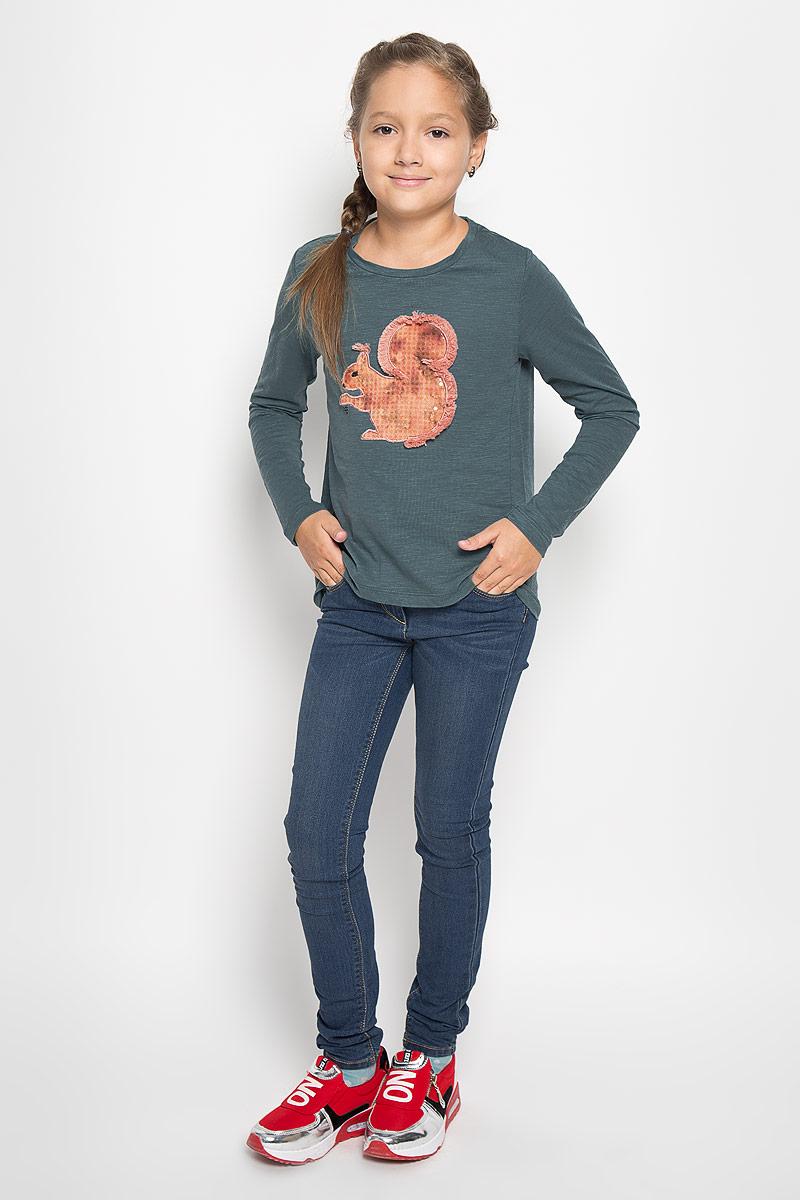 Футболка с длинным рукавомT-611/937-6342Великолепный лонгслив для девочки Sela идеально подойдет вашей дочурке. Изготовленный из высококачественного материала, он необычайно мягкий и приятный на ощупь, не сковывает движения ребенка и позволяет коже дышать, обеспечивая наибольший комфорт. Лонгслив с длинными рукавами и круглым вырезом горловины украшен аппликацией в виде белочки. Горловина дополнена трикотажной эластичной вставкой. Спинка изделия слегка удлинена. Оригинальный современный дизайн и модная расцветка делают этот лонгслив модным и стильным предметом детского гардероба. В нем маленькая модница будет чувствовать себя уютно и комфортно и всегда будет в центре внимания.