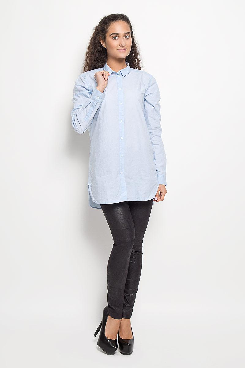 Рубашка133942629/100Рубашка Marc OPolo, изготовленная из натурального хлопка, подчеркнет ваш уникальный стиль. Материал изделия легкий, тактильно приятный, не сковывает движения и позволяет коже дышать, обеспечивая комфорт при носке. Удлиненная рубашка с отложным воротником и длинными рукавами застегивается спереди на пуговицы по всей длине. На манжетах предусмотрены застежки-пуговицы. По бокам модель дополнена двумя небольшими разрезами. Изделие украшено вышитым фирменным логотипом. Такая рубашка станет модным и стильным дополнением к вашему гардеробу!