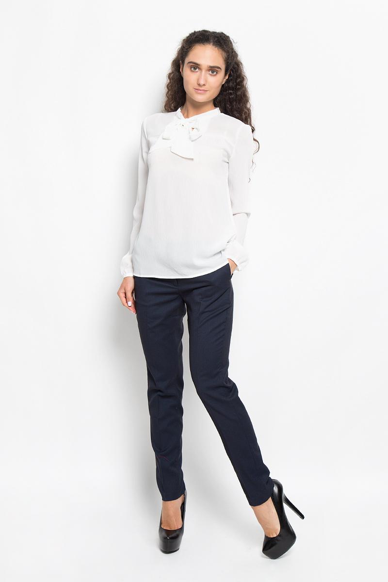 Tw-112/1042-6391Очаровательная женская блуза Sela, выполненная из полиэстера, подчеркнет ваш уникальный стиль и поможет создать оригинальный женственный образ. Модная блузка с воротником- аскот и длинными рукавами выполнена в лаконичном стиле. На манжетах предусмотрены застежки-пуговицы. Такая блузка будет дарить вам комфорт в течение всего дня и послужит замечательным дополнением к вашему гардеробу.