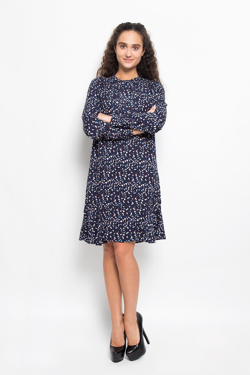 ПлатьеB426_DARK NAVY PRINTEDЭлегантное платье Baon выполнено из 100% вискозы. Такое платье обеспечит вам комфорт и удобство при носке и непременно вызовет восхищение у окружающих. Платье-миди с длинными рукавами и круглым вырезом горловины спереди застегивается на пуговицы скрытые под планкой. Низ рукавов дополнен манжетами на пуговицах. Спереди модель оформлена застроченными складками. Изысканное платье-миди создаст обворожительный и неповторимый образ. Это модное и комфортное платье станет превосходным дополнением к вашему гардеробу, оно подарит вам удобство и поможет подчеркнуть ваш вкус и неповторимый стиль.