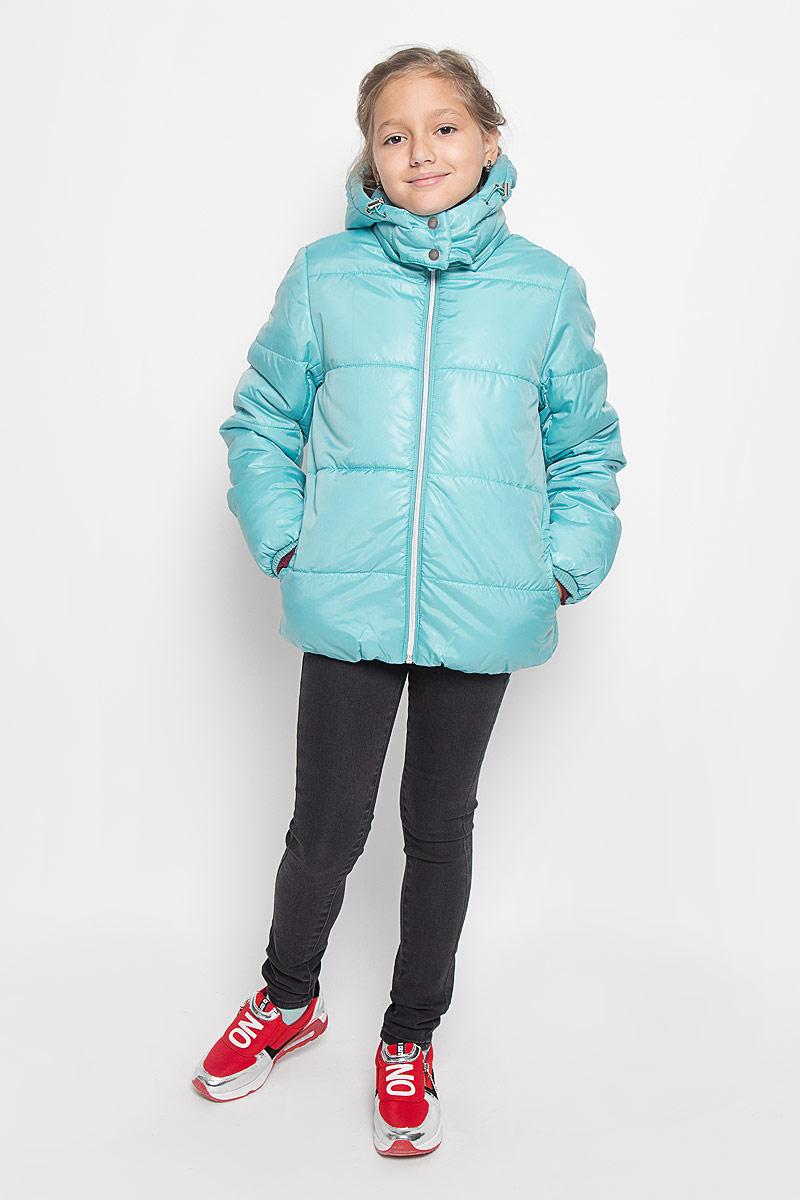 Куртка для девочки. Cp-626/623-6312Cp-626/623-6312Прелестная куртка Sela идеально подойдет для вашей принцессы в прохладное время года. Модель изготовлена из 100% полиэстера. Подкладка и утеплитель выполнены из 100% полиэстера. Куртка с воротником-стойкой застегивается на застежку-молнию. Съемный капюшон, фиксирующийся к куртке с помощью застежки-молнии, дополнен эластичным шнурком со стопперами и застегивается на две металлические кнопки. Объем капюшона регулируется благодаря хлястику с металлическими кнопками, расположенному на его задней части. Изделие дополнено спереди двумя втачными карманами. Трикотажные напульсники на рукавах препятствую проникновение ветра и снега. Низ изделия и низ рукавов с внутренней стороны присборены на тонкие эластичные резинки. Такая стильная куртка станет прекрасным дополнением гардеробу вашей девочки, она подарит комфорт и тепло.