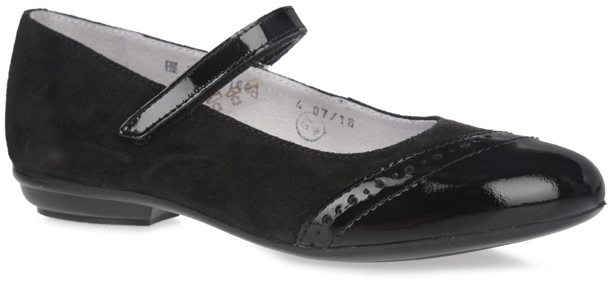 5-519001601Чудесные туфли от фирмы Elegami понравятся вашей юной моднице с первого взгляда. Модель выполнена из натурального велюра. Мыс имеет лаковое покрытие и оформлен декоративной перфорацией. На ноге модель фиксируется с помощью удобного ремешка на застежке-липучке. Подкладка и стелька, изготовленные из натуральной кожи, предотвратят натирание и гарантируют уют. Стелька дополнена супинатором, который обеспечивает правильное положение ноги ребенка при ходьбе, предотвращает плоскостопие. Подошва, выполненная из ТЭП-материала, оснащена рифлением для лучшего сцепления с различными поверхностями. Стильные и удобные туфли - незаменимая вещь в гардеробе каждой школьницы.