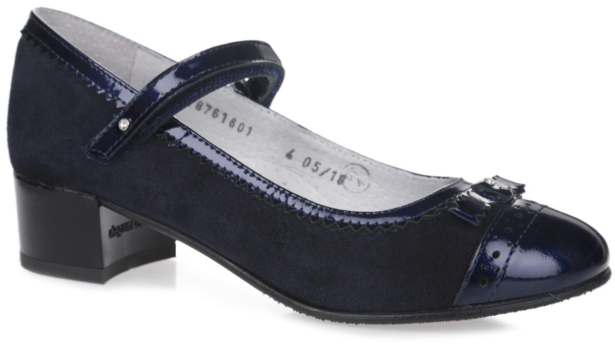 Туфли для девочки. 5-5187616015-518761601Чудесные туфли от фирмы Elegami понравятся вашей юной моднице с первого взгляда. Модель выполнена из натурального велюр. Мыс, изготовленный из натурального лака, декорирован лаковым бантом, украшенным стразами. Подкладка и стелька из натуральной кожи предотвратят натирание и гарантируют уют. Лаковый ремешок на застежке-липучке надежно зафиксирует туфельки на ноге. Стелька дополнена супинатором, который обеспечивает правильное положение ноги ребенка при ходьбе, предотвращает плоскостопие. Подошва, выполненная из ТЭП-материала, оснащена рифлением для лучшего сцепления с различными поверхностями. Стильные и удобные туфли - незаменимая вещь в гардеробе каждой школьницы.