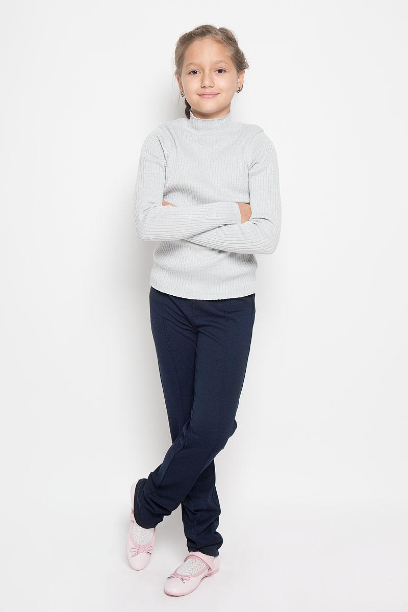 Брюки для девочки. Pk-615/488-6311Pk-615/488-6311Стильные трикотажные брюки Sela идеально подойдут вашей моднице, как для школы, так и для отдыха или прогулок. Изготовленные из полиэстера и вискозы с добавлением эластана, они необычайно мягкие и приятные на ощупь, не сковывают движения и позволяют коже дышать, не раздражают даже самую нежную и чувствительную кожу ребенка, обеспечивая наибольший комфорт. Брюки прямого кроя на талии имеют широкую эластичную резинку, украшенную вышивкой в виде короны. Брючины спереди и сзади оформлены отстроченными стрелками. Современный дизайн и расцветка делают эти брюки стильным предметом детского гардероба. В них ваш ребенок всегда будет в центре внимания!