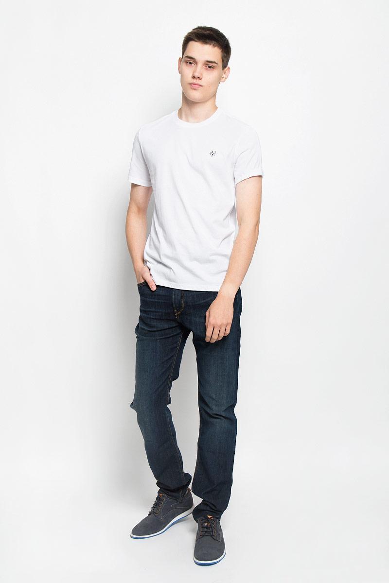 222051014/936Стильная мужская футболка Marc OPolo выполнена из натурального хлопка. Материал очень мягкий и приятный на ощупь, обладает высокой воздухопроницаемостью и гигроскопичностью, позволяет коже дышать. Модель прямого кроя с круглым вырезом горловины и короткими рукавами на груди оформлена логотипом бренда. Вырез горловины дополнен трикотажной резинкой. Такая модель подарит вам комфорт в течение всего дня и послужит замечательным дополнением к вашему гардеробу.