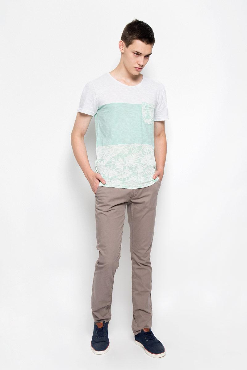 Брюки6403342.09.12_6889Стильные мужские брюки Tom Tailor Denim Chino - брюки высочайшего качества на каждый день, которые прекрасно сидят. Модель зауженного кроя и средней посадки изготовлены из высококачественного материала, не сковывают движения. Застегиваются брюки на пуговицу и ширинку на застежке-молнии, имеются шлевки для ремня. Спереди модель оформлена двумя втачными карманами, а сзади - двумя врезными карманами. К брюкам прилагается ремень контрастного цвета. Эти модные и в то же время комфортные брюки послужат отличным дополнением к вашему гардеробу. В них вы всегда будете чувствовать себя уютно.