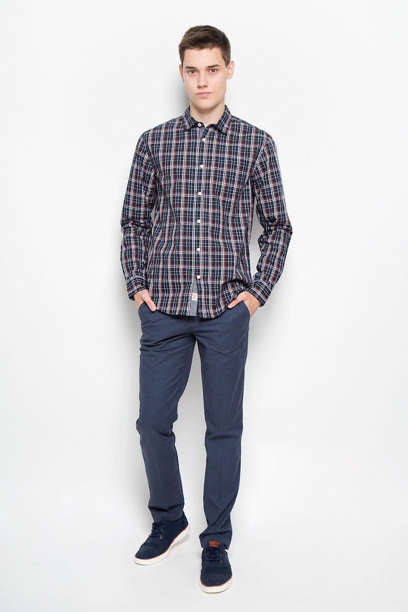 Рубашка мужская. B676516B676516_DEEP NAVY CHECKEDМужская рубашка Baon поможет создать отличный современный образ в стиле Casual. Модель, изготовленная из хлопка, очень мягкая, тактильно приятная и не сковывает движения. Рубашка классического кроя с длинными рукавами и отложным воротником застегивается на пуговицы по всей длине и оформлена оригинальным принтом. На манжетах предусмотрены застежки-пуговицы. На груди модель дополнена накладным карманом. Такая модель будет дарить вам комфорт в течение всего дня и станет стильным дополнением к вашему гардеробу.