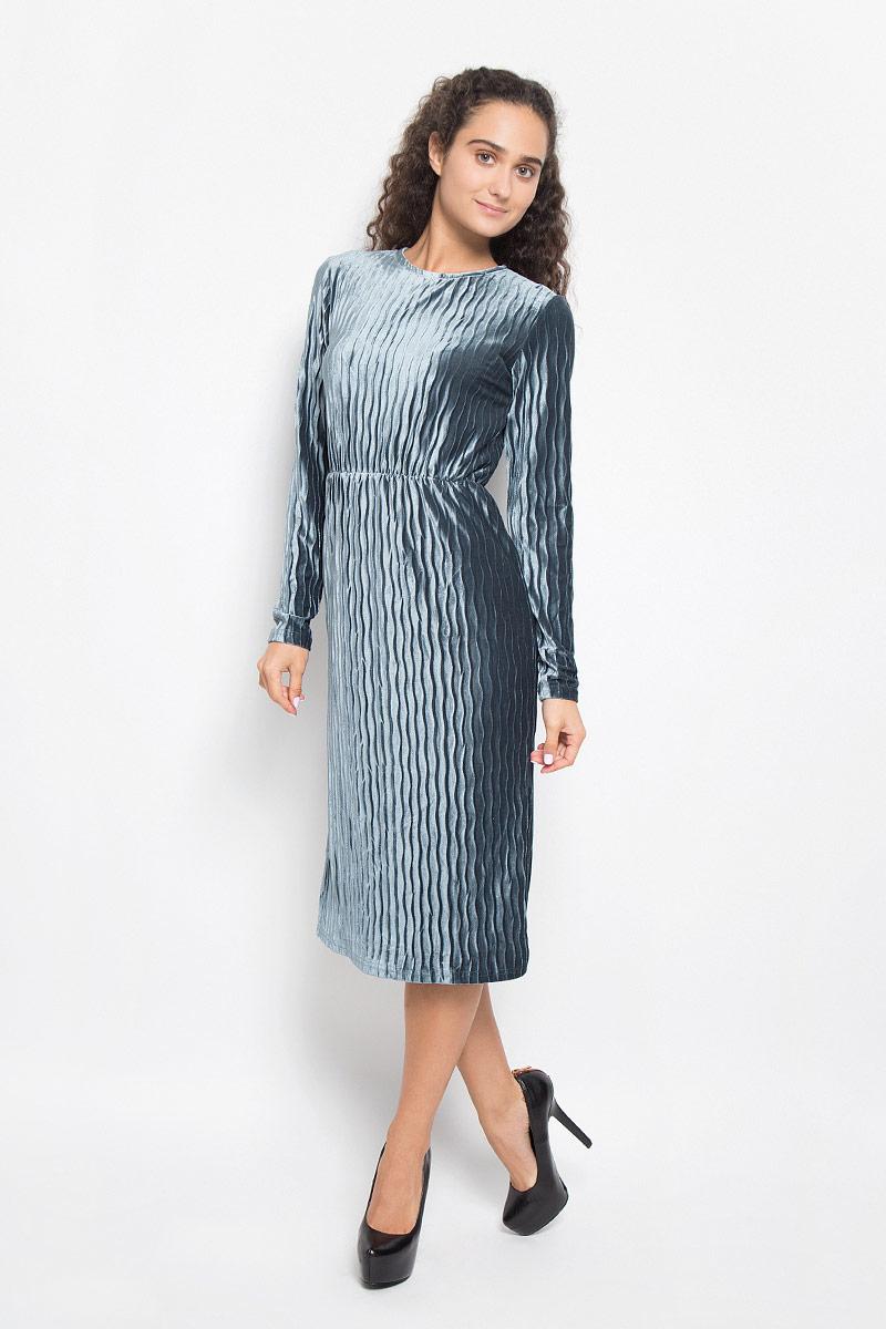 ПлатьеCK3298_NavyМодное платье Glamorous выполнено из полиэстера с оригинальной фактурой. Платье-миди с круглым вырезом горловины и длинными рукавами на талии дополнено эластичной резинкой. Нижняя часть модели по боковым швам дополнена разрезами. Застегивается изделие на скрытую застежку-молнию, расположенную на спинке. Такое платье станет стильным дополнением к вашему гардеробу. Оно подчеркнет вашу индивидуальность и утонченность.
