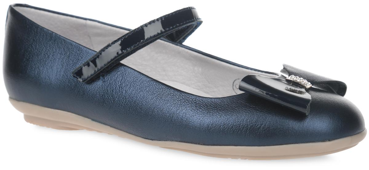 Туфли для девочки. 5-5193216035-519321603Стильные туфли от Elegami придутся по душе вашей юной моднице! Верх модели и подкладка изготовлены из натуральной кожи, что создает естественный микроклимат. Мыс декорирован массивным бантом со стразами и вставкой из лаковой кожи. Стелька из натуральной кожи дополнена супинатором, который обеспечивает правильное положение ноги ребенка при ходьбе, предотвращает плоскостопие. Лаковый ремешок с застежкой-липучкой надежно зафиксирует ногу. Удобные туфли - незаменимая вещь в гардеробе каждой девочки.