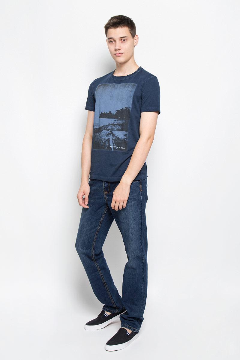 210051222/873Мужская футболка Marc O`Polo выполнена из натурального хлопка. Материал изделия мягкий и приятный на ощупь, не сковывает движения и позволяет коже дышать. Футболка с короткими рукавами имеет круглый вырез горловины, дополненный трикотажной резинкой. Спереди модель оформлена оригинальным принтом с названием бренда. Такая модель подарит вам комфорт в течение всего дня и послужит замечательным дополнением к вашему гардеробу.