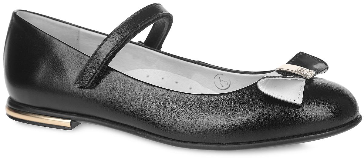 Туфли для девочки. 5-5180016025-518001602Стильные туфли от Elegami придутся по душе вашей юной моднице! Верх и подкладка модели выполнены из натуральной кожи, что предотвращает натирание и гарантирует уют. Мыс декорирован лаковым бантом с металлической вставкой, украшенной стразами. Ремешок на застежке-липучке надежно зафиксирует туфельки на ноге. Стелька дополнена супинатором, который обеспечивает правильное положение ноги ребенка при ходьбе, предотвращает плоскостопие. Подошва, выполненная из ТЭП-материала, оснащена рифлением для лучшего сцепления с различными поверхностями. Удобные туфли - незаменимая вещь в гардеробе каждой школьницы.