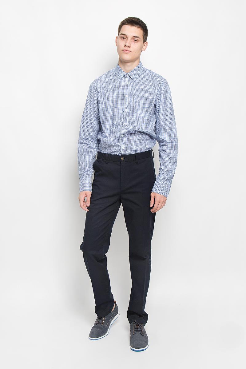 РубашкаH-212/719-6321Мужская рубашка Sela, выполненная из натурального хлопка, идеально дополнит ваш образ. Материал мягкий и приятный на ощупь, не сковывает движения и позволяет коже дышать. Рубашка классического кроя с длинными рукавами и отложным воротником застегивается на пуговицы по всей длине и оформлена принтом в клетку. Манжеты рукавов застегиваются на пуговицы. Такая модель будет дарить вам комфорт в течение всего дня и станет стильным дополнением к вашему гардеробу.